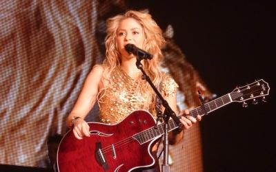 {Shakira}